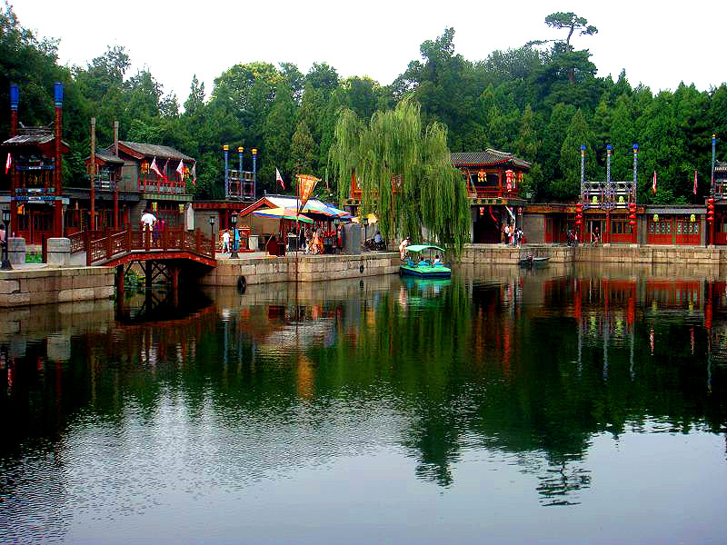 http://www.beijingxiantour.com/wp-content/uploads/2010/08/Summer-Palace-the-Imperial-Garden2.jpg